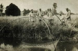 11 bis - Août 1915. Wez, 3e en partant de la gauche
