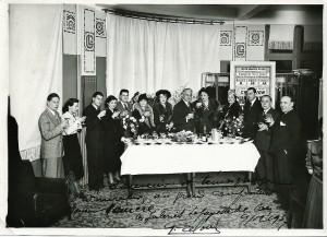 13 - Vin d'honneur offert par les Galeries Lafayette (en partant de la droite, Tiberty, Renard, Manière, Bernadet, Nespoulous...)