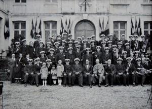 15 - Vers 1935, chef de l'Harmonie municipale du Havre, assis au 1er rang au centre