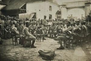 21 bis - Eté 1917. Concert à Aigny (Marne).