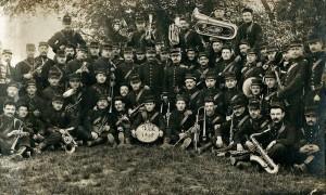 24 - 28e RI. Terrain de Bagatelle 13 mai 1905. 3e rg, 5e en partant de la droite
