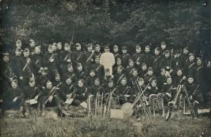 25 - 28e RI. 3 juin 1906, debout 4e en partant de la droite