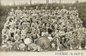 33 - Jonquery 31 août 1925 129e RI assis derrière la grosse caisse