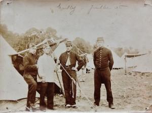 4 - juillet 1906, soldat musicien, 2e en partant de la droite