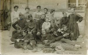 5 - 27 juillet 1907 Bouzy, assis au centre 3e en partant de la gauche